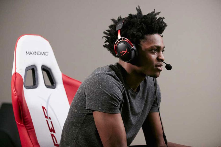 De'Aaron Fox wearing Cloud Alpha's